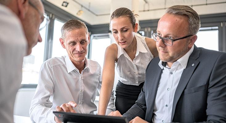 Die Berater der IPMA analysieren Angebote, kommunizieren Vorschläge, bewerten das Risiko und ermitteln Projektkosten